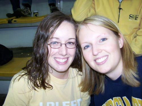 Sarah & ich - Lauren hat mir einen GA Tech Pullover geliehen