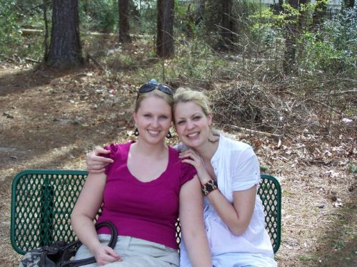 Zwei Schwestern im Dresden Park