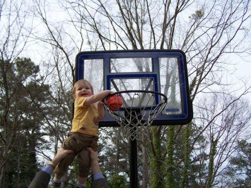 Eston und sein Basketball