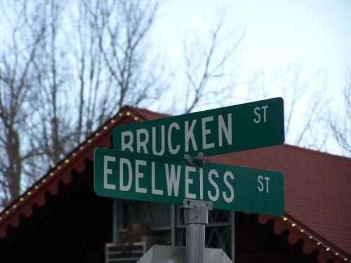 Auch die Straßen sind auf deutsch