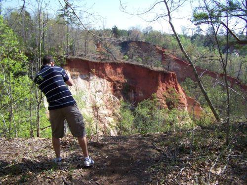 Adam musste natürlich über den Zaun klettern