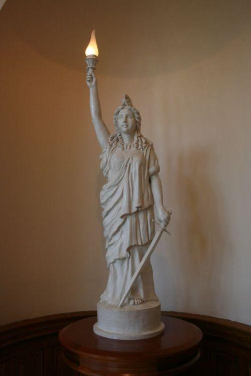 Das ist die Statur, die oben auf der Kuppel steht