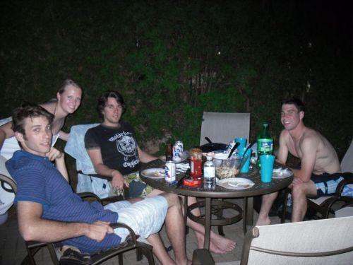 Kleines Gruppenfoto (von links: Dominique, ich, Chris und Tobias)