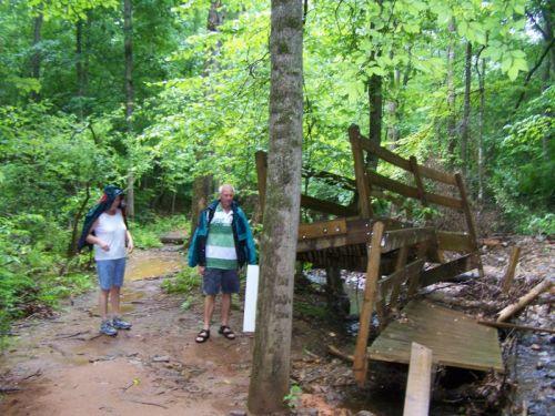 Die Brücke wurde von einer Flut zerstört - zum Glück müssen wir nicht rüber