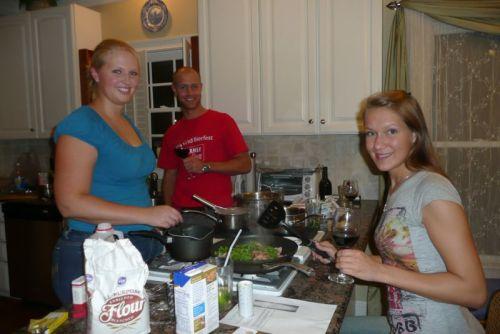 Tim, Anna und ich beim Kochen